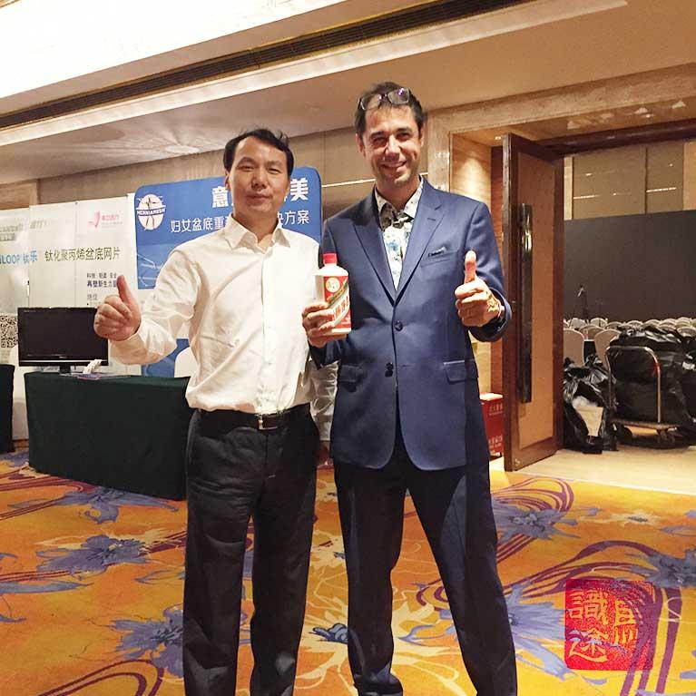 Le cadeau du Pr WANG : sa propre bouteille...marque honorifique en Chine.
