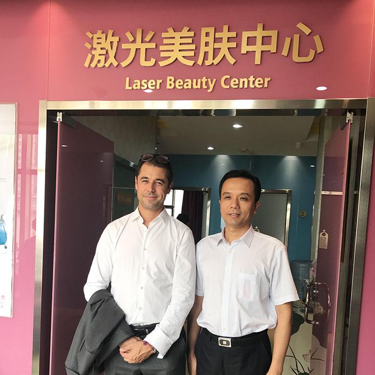 Visite d'une clinique de chirurgie esthétique par le dr smarrito à Beijing.